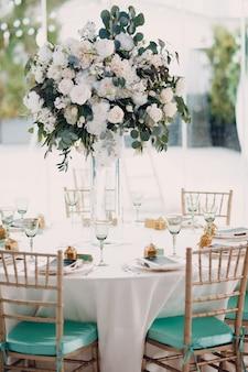 Decoración de jarrón de ramo de boda