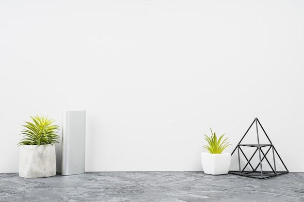 Decoración minimalista del escritorio de oficina de la vista frontal