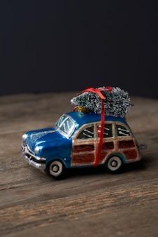 Decoración de navidad y año nuevo con juguetes de árbol de navidad