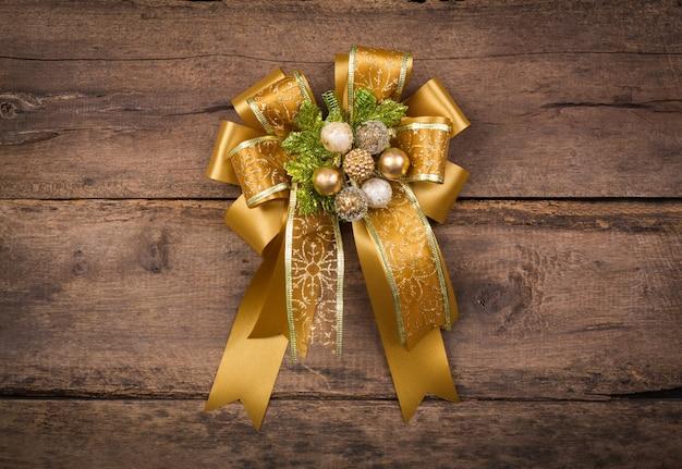 Decoración de navidad sobre fondo de madera