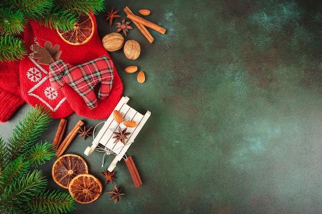 Decoración navideña y comida
