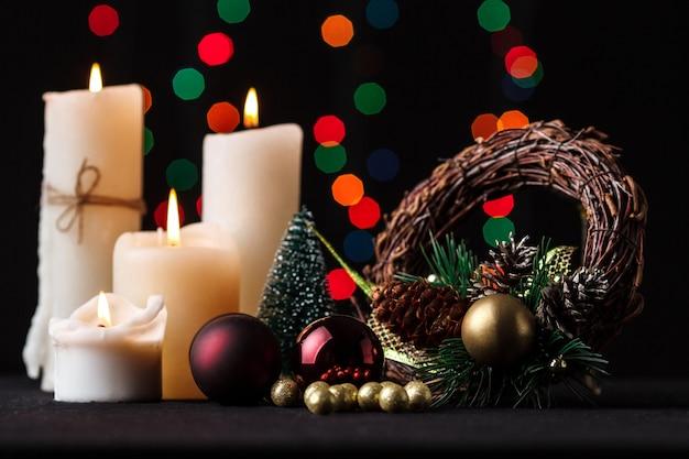Decoración navideña. fondo borroso de luces.
