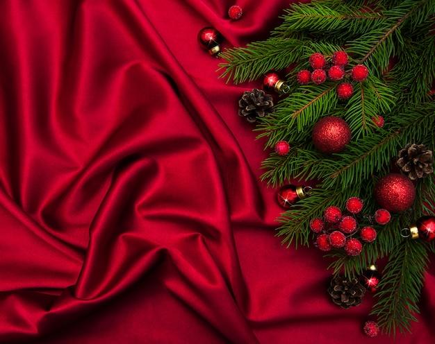 Decoración navideña con fondo de seda