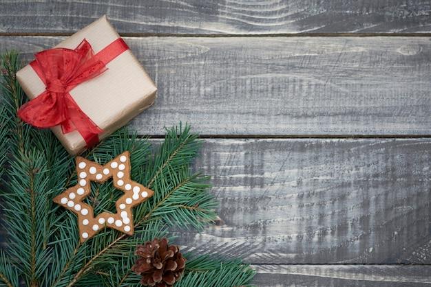 Decoración navideña en tablones de madera.