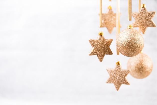 Decoración navideña y tarjeta de felicitación
