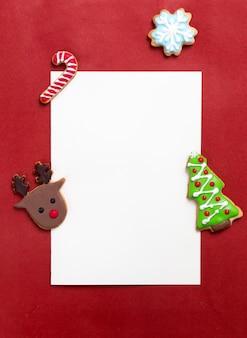 Decoración navideña con tarjeta de felicitación