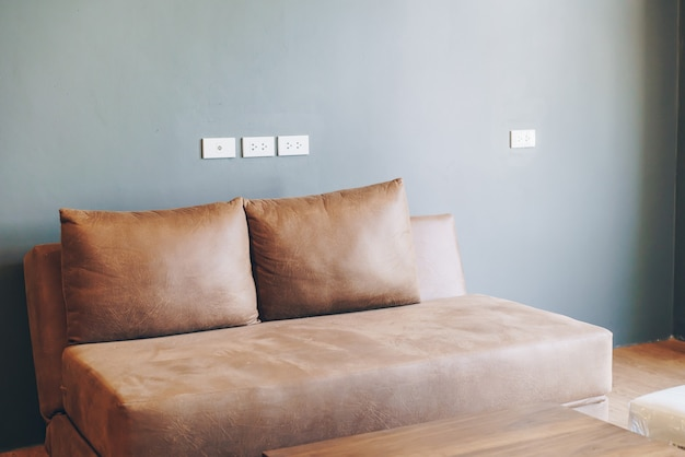 Decoración del sofá en la sala de estar