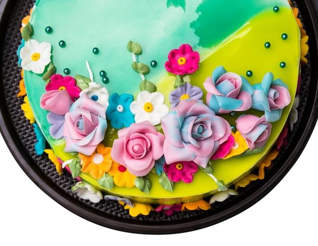 Decoración verde de la torta del atasco de la manzana del limón con las frutas de la formación de hielo en el fondo blanco
