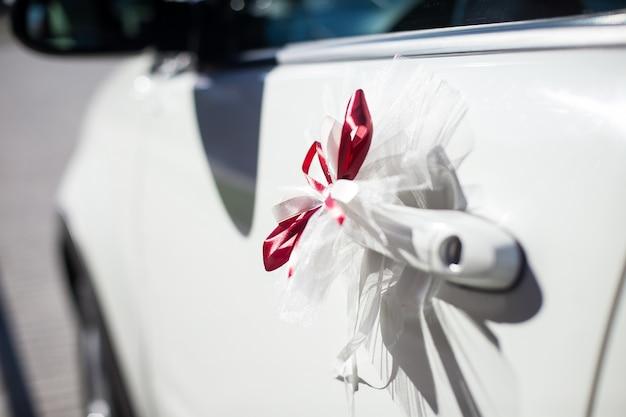 Las decoraciones para el coche de boda