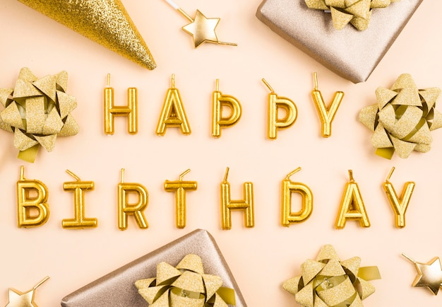 Decoraciones de cumpleaños doradas laicas planas