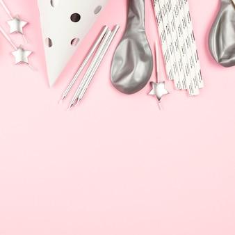 Decoraciones de cumpleaños con fondo rosa