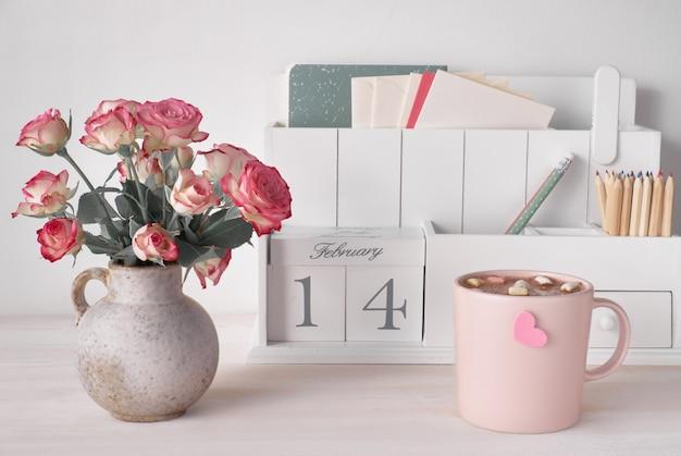 Decoraciones para el día de san valentín, organizador de escritorio blanco con cal de madera