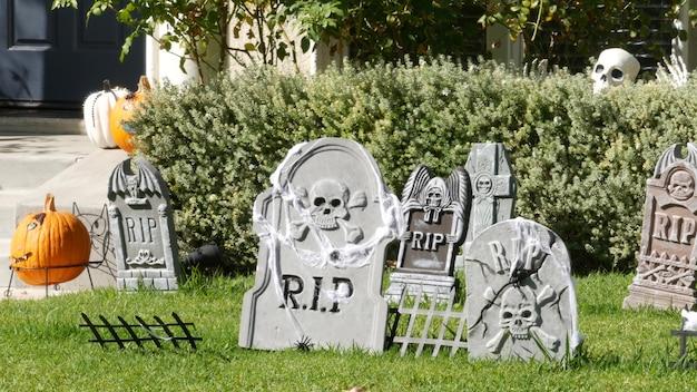 Decoraciones festivas de miedo de una casa, felices fiestas de halloween