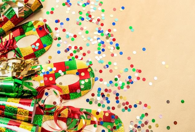 Decoraciones de fiesta de carnaval. fondo colorido de vacaciones