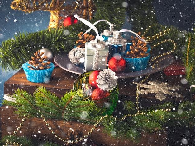 Decoraciones de navidad bodegón
