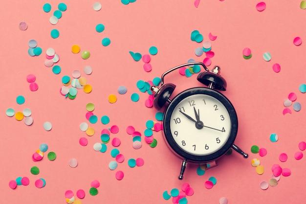 Decoraciones de reloj y fiesta