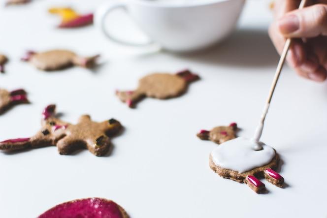Decorar galletas de jengibre de pascua