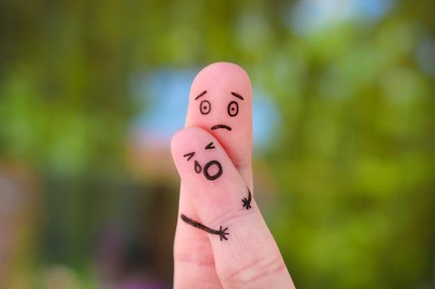 Dedos arte de la familia durante la pelea.