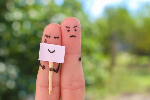 Dedos arte de pareja. concepto de mujer ocultando emociones, el hombre está insatisfecho.