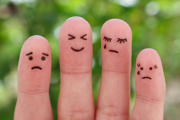 Los dedos del arte de las personas. pesimistas y optimistas.