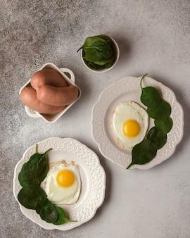 Delicias de carne y embutidos embutidos rebanadas de embutidos sándwiches con productos cárnicos