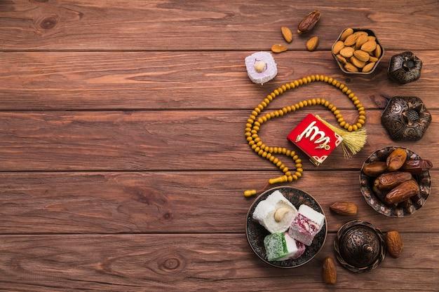 Delicias turcas con dátiles frutales y abalorios.