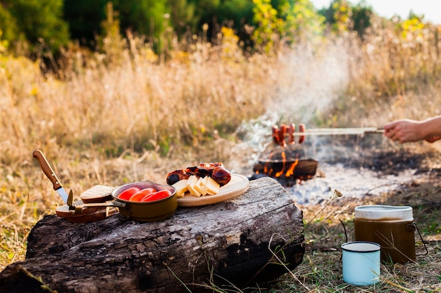 Deliciosa comida fresca para los días de campamento.