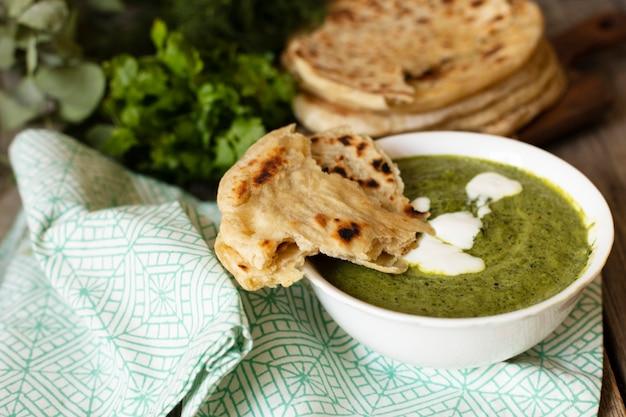 Deliciosa comida india con pita