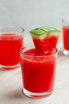 Deliciosa composición de bebida alcohólica de mezcal.