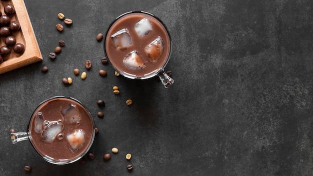 Deliciosa composición de chocolate con espacio de copia
