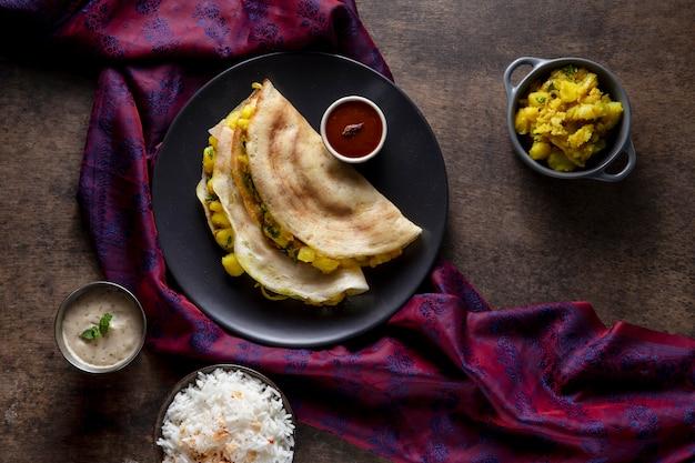 Deliciosa composición de dosa india