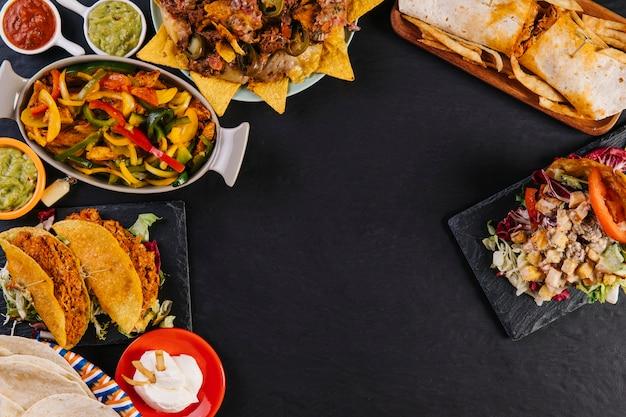 Deliciosa composición de platos mexicanos
