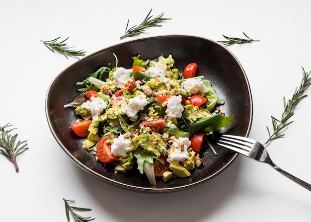 Deliciosa ensalada gourmet de cerca