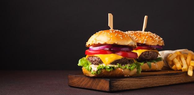 Deliciosa hamburguesa casera fresca.