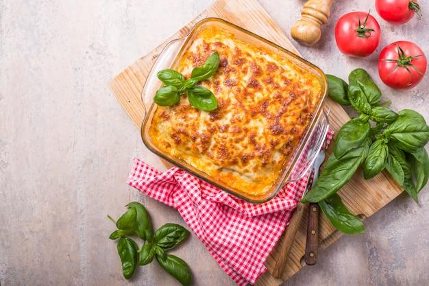 Deliciosa lasaña tradicional italiana