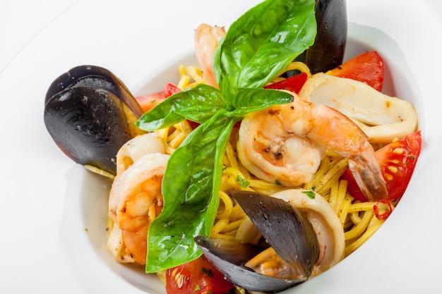 Deliciosa pasta italiana con mariscos