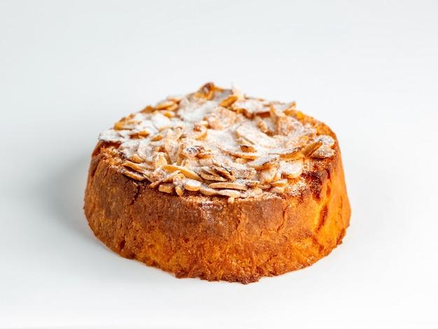 Deliciosa tarta de limón sobre la mesa