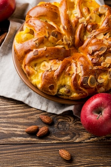 Deliciosa tarta de manzana fresca y semillas de almendras