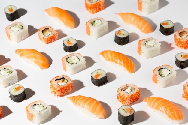 Deliciosa variedad de sushi.