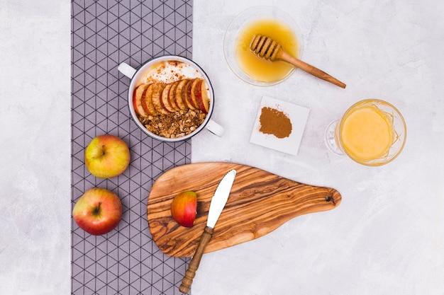 Deliciosa vista superior de manzana y miel