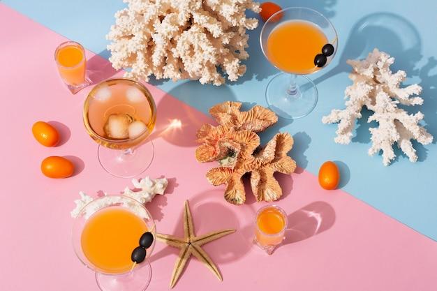 Deliciosas bebidas verano naturaleza muerta vista superior