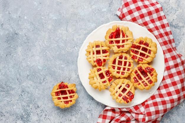 Deliciosas mini tartas de frutos rojos, vista superior