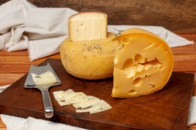 Deliciosas piezas de lonchas de queso