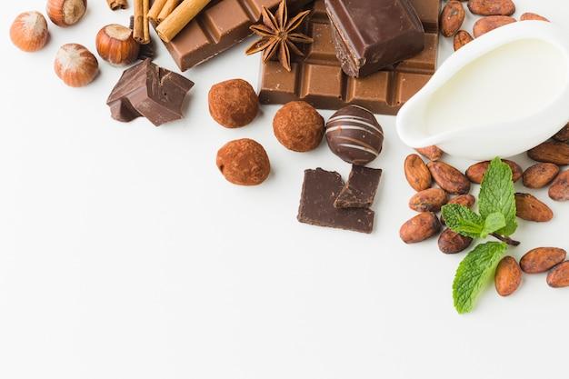 Deliciosas trufas de chocolate copia espacio