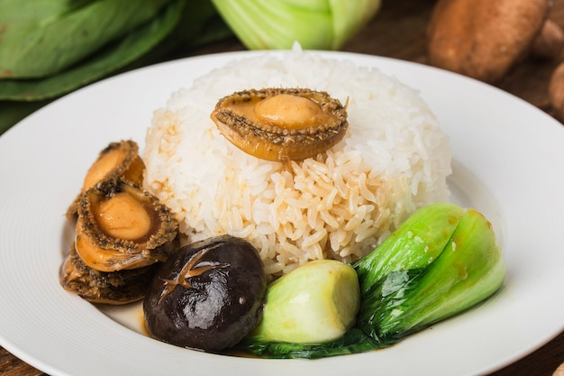 Un delicioso abulón con arroz
