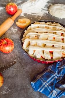 Delicioso ángulo de tarta de manzana alto