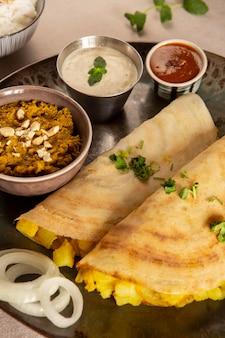 Delicioso arreglo de dosa india