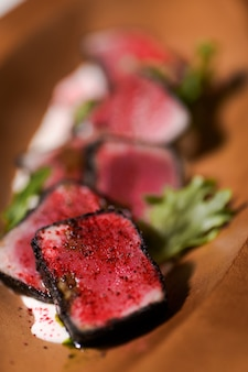 Delicioso atún asado