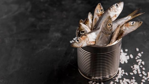 Delicioso atún fresco