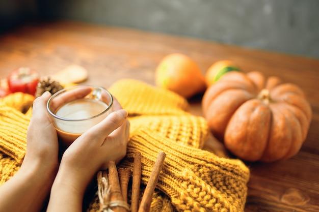 Delicioso café de otoño.